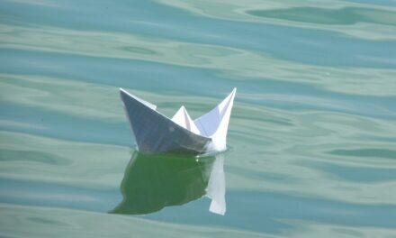 Waasser erliewen:d'Pabeierboot-Regatta